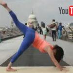 Yoga auf der Millennium Bridge in London