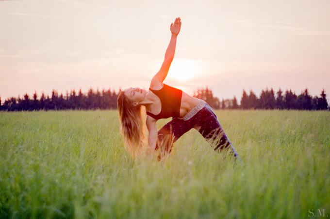 Yoga bedeutet Ruhe und Besinnung, aber Amina zeigt es auf ganz besondere Weise.