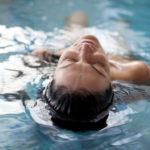 Entspannen im Wasser: 3 Varianten für völliges Loslassen