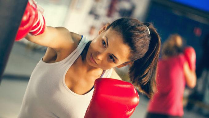 Kraft, Schnelligkeit und Kondition. Mit einem Training am Boxsack.