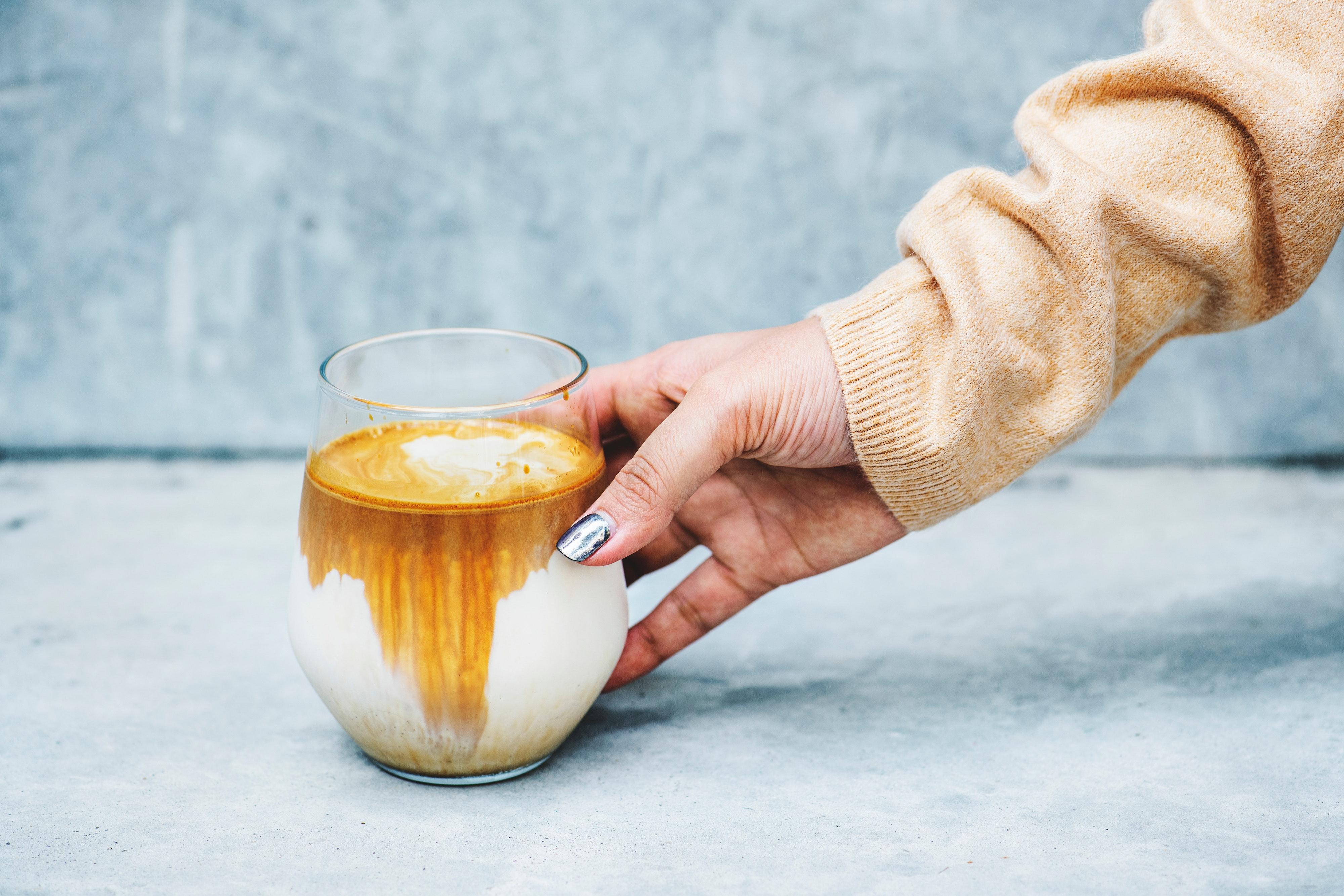 """Heiße Milch für kalte Tage – Omas """"Warme Milch mit Honig"""" richtig aufpeppen."""