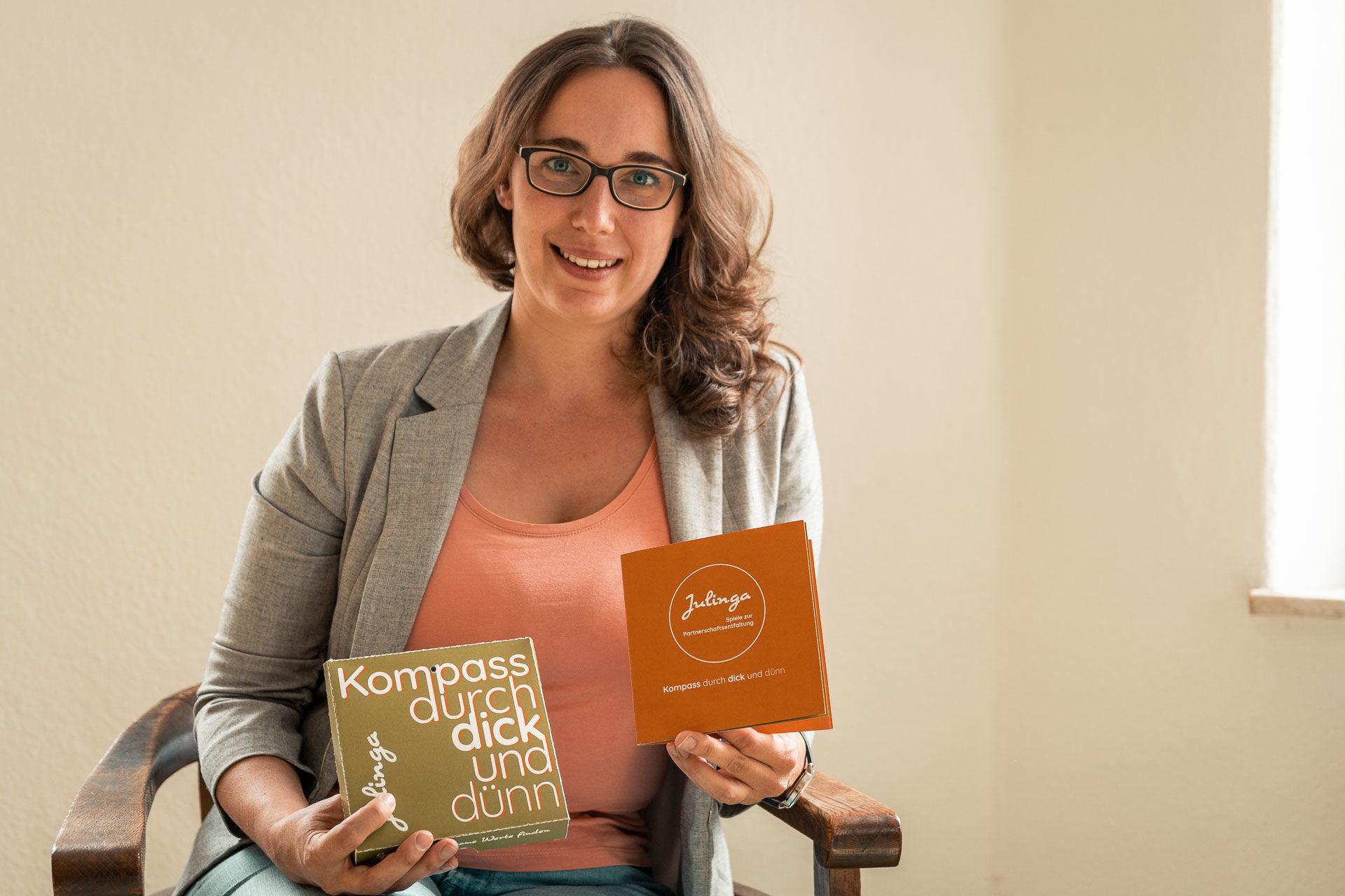Interview mit Julia Lüpfert Gründerin von Julinga. Wie es möglich ist glückliche Beziehungen zu führen und warum wir Zeit ohne digitale Ablenkung brauchen.