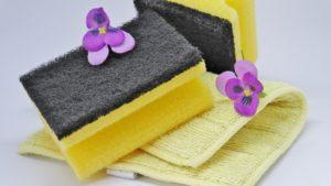 Wie kann man einen Spülschwamm in der Mikrowelle reinigen?