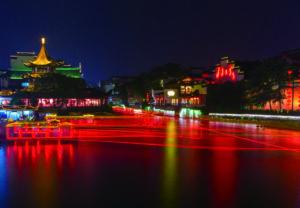 Am Konfuziustempel hat sich ein lebhaftes Ausgeh und Shoppingviertel entwickelt.