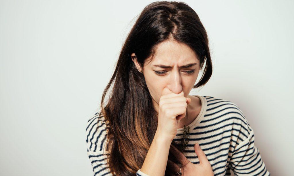 Was hilft gegen Schleim im Hals ohne Husten. 5 Natürliche Schleimlöser.